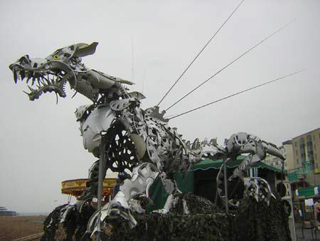 Metallic dragon wit percussionists, ideal for parades.