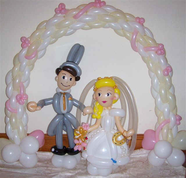 Ballon caricatures of bride and groom