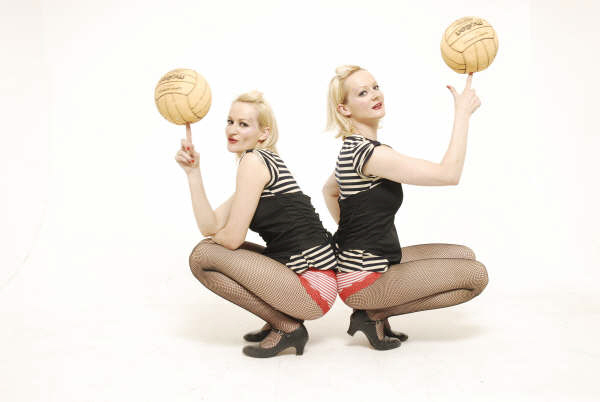 BAll spinning, acro twins - Delightee